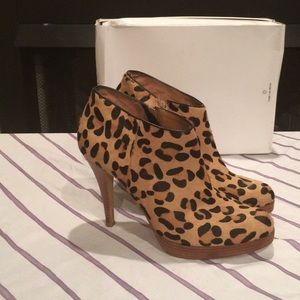 Steven Madden animal print booties sz10